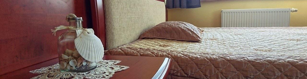 łóżko i szafka